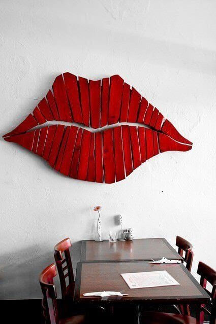 Lips wall art from recycled pallets