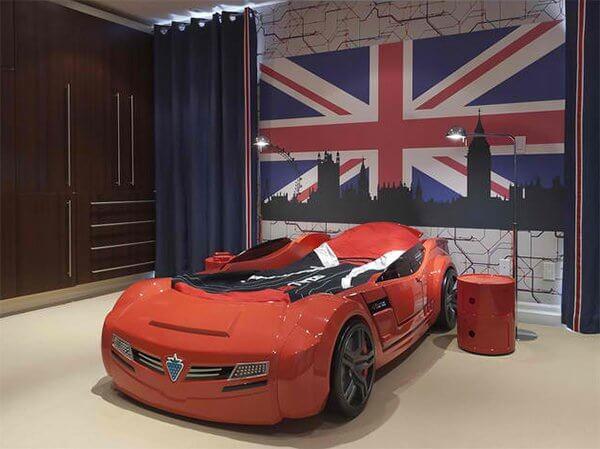 Car-Themed Teen Boy Bedroom Decor