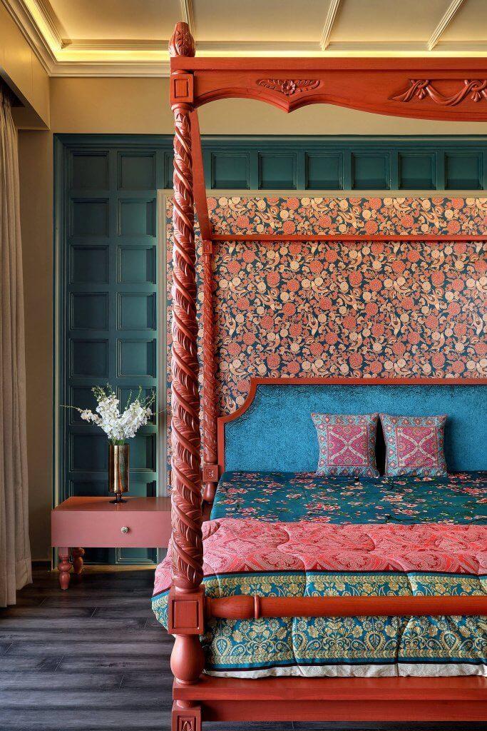 Combine Rich Colors in Asian Bedroom