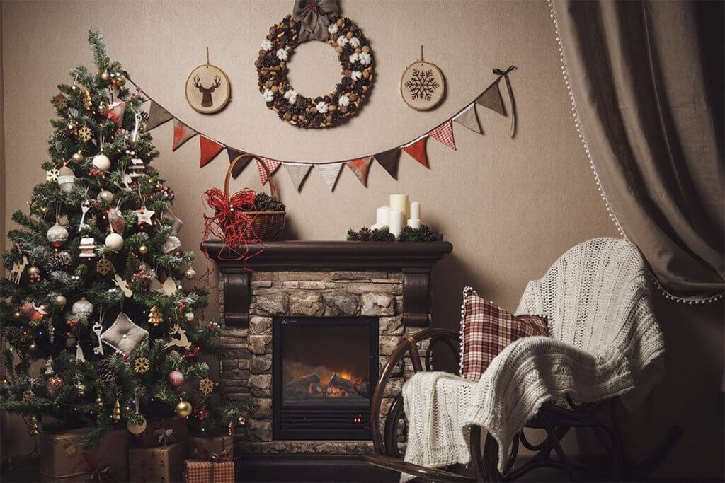 21+ Christmas Wall Decor Ideas to Brighten up Your Home for the Holidays (2021)
