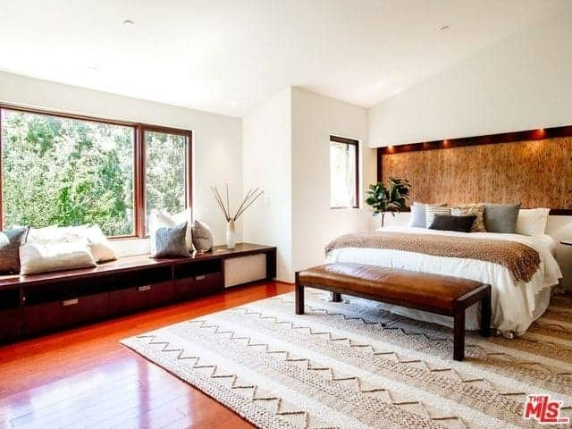 Frame the Asian Bedroom Interiors with Wood