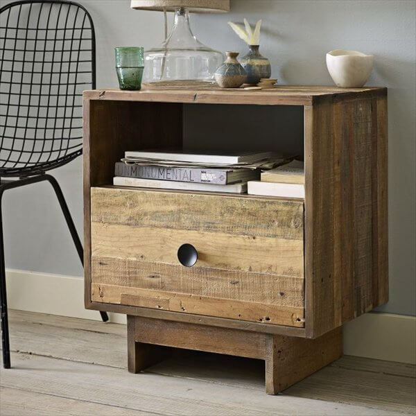 Woodworking project: DIY crate nightstand