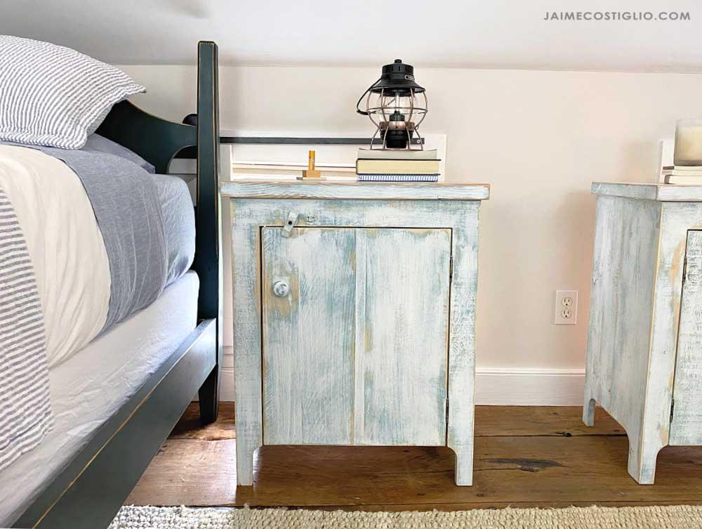 DIY rustic bedroom furniture: primitive nightstand design