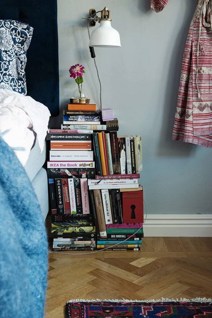 DIY project: Display Books Beside Bed