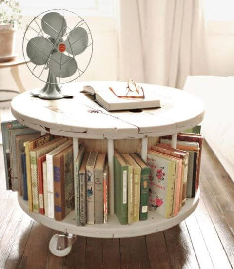 Mobile round bedside table